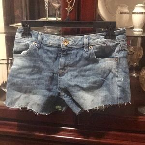 Girls Light Wash Fringe Cut Shorts